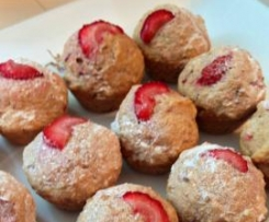 Wholemeal rhubarb and strawberry mini muffins
