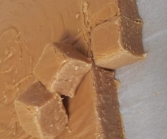 Caramel (Christmas) Fudge