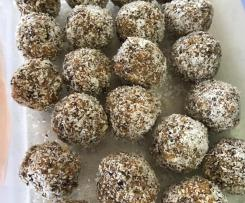Variation Healthy Apricot, Nut & Seeds Bliss Balls
