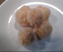 Apricot and coconut lunchbox bites