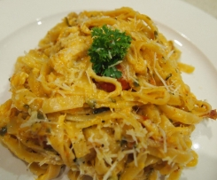 Creamy sundried tomato and chicken fettucine