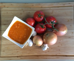 Home made crushed tin tomatoes or Tomato sauce for pasta or seafood