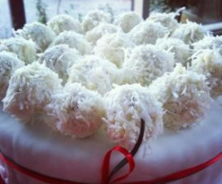 Almond and coconut balls (Ferrero Raffaello style!)