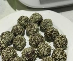Paleo dates, macadamia and cacao bliss balls