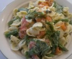 Smoked Salmon Pasta Salad (adapted from Delicious)