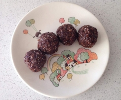 Holly's Choc Chunk Bliss Balls