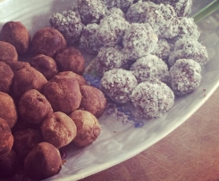 Royal chocolate truffles (because they're so rich!) GLUTEN, DAIRY, REFINED SUGAR FREE AND RAW