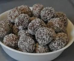 Date and cacao bliss balls