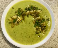 Green pesto vegetable soup