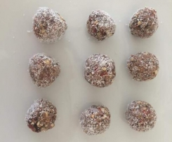 CHIA CHOCOLATE BLISS BALLS PALEO