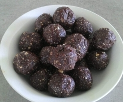 CHIA AND NUT CHOCOLATE BLISS BALLS
