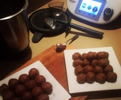 Raw Chocolate Snack Balls