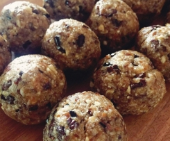 'Chocolate Chip' Bliss Balls