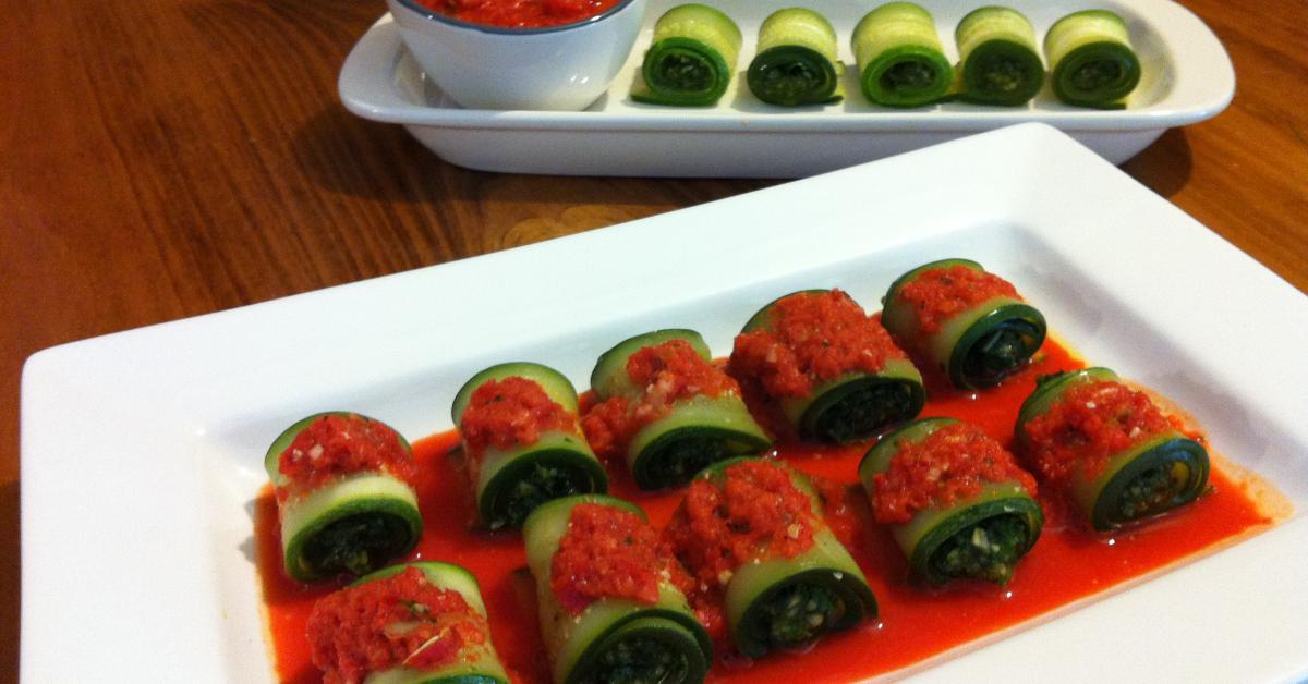 Zucchini Pesto Rolls with Pepper Dip