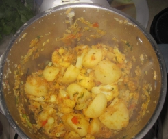 Cauliflower with potatoes- Inspired by Madhur Jaffrey's Aloo Gobi