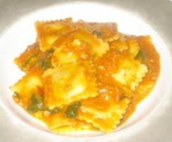 Spinach & Ricotta Ravioli in Fresh Pasta Sauce