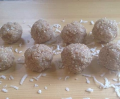 Raw coconut-almond Macaroons