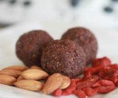Raw Cacao bean & Goji berry treat balls
