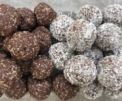 Nut free chocolate berry bliss balls