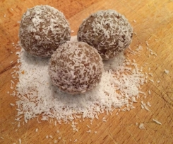 Lunchbox Friendly Apricot and Coconut Balls