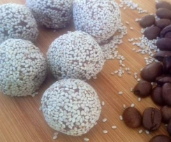RAW COFFEE & CACAO BALLS