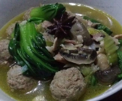 Low carb Asian meatball soup