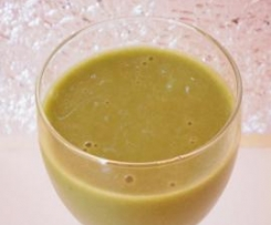 Creamy apple spinach and soy smoothie