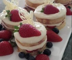 Mini Strawberry and Cream Layer Cakes