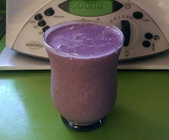 3 Step Morning banana & berry smoothie on the run