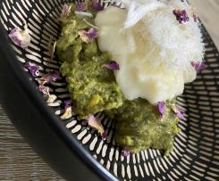 Pistachio mafrouke with clotted cream