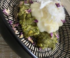Pistachio mafrouke with clotted cream