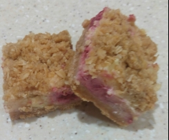 Easy Raspberry and White Chocolate Crumble Cheesecake Slice
