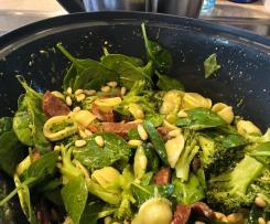20 minute broccoli pesto pasta