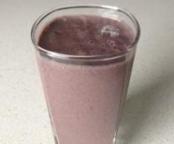 Banana, blueberry and chia smoothie
