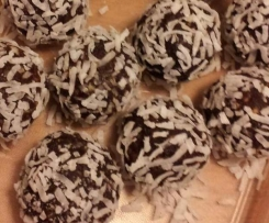 Chocolatey fruit and nut balls