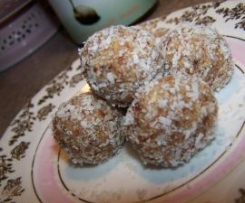 Date and Macadamia Bliss Balls