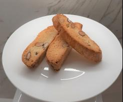 "Italian almond biscuits ""Cantucci"""