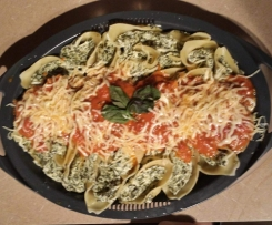 Spinach and Ricotta Pasta Shells with Sauce