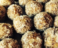 Bliss balls - a healthy snack