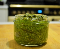 Basil Pesto with Macadamia