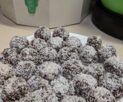 Fig and almond bliss balls
