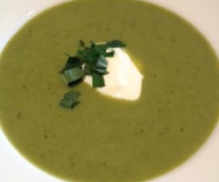 Broccoli and mint soup (hot or cold)