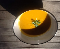 Easy Roasted Pumpkin and Garlic Soup