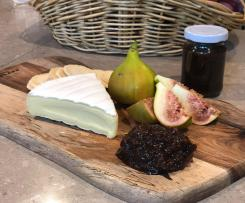 Balsamic fig and apple chutney