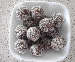 Date, Apricot and Chia Balls