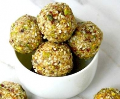 Pistachio and Sesame Seed Balls