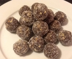 Apricot, Almond and Cashew Bliss balls