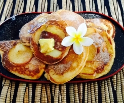 Apple, cinnamon and yogurt pancakes