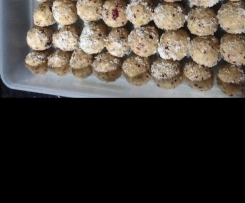 Cranberry and pistachio white chocolate balls