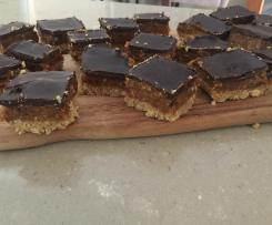 Raw nutty caramel slice!! (HEALTHY)